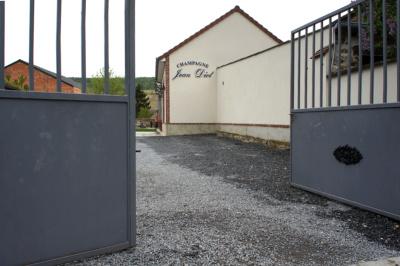 Der Eingang von Champagne Jean Diot